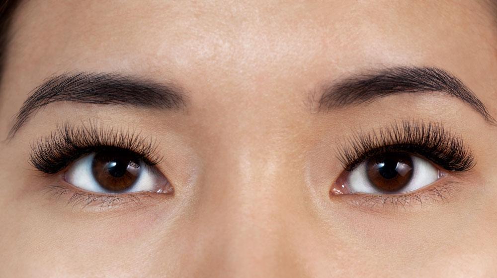 occhi incappucciati makeup